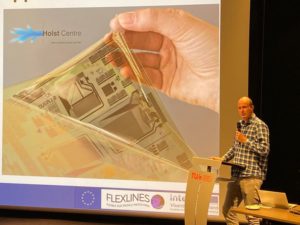 Auke Kronemeijer explaining flexible electronics technology